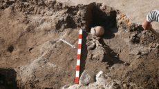 Убийство или дар? Откриха скелет със стрела до Одеона