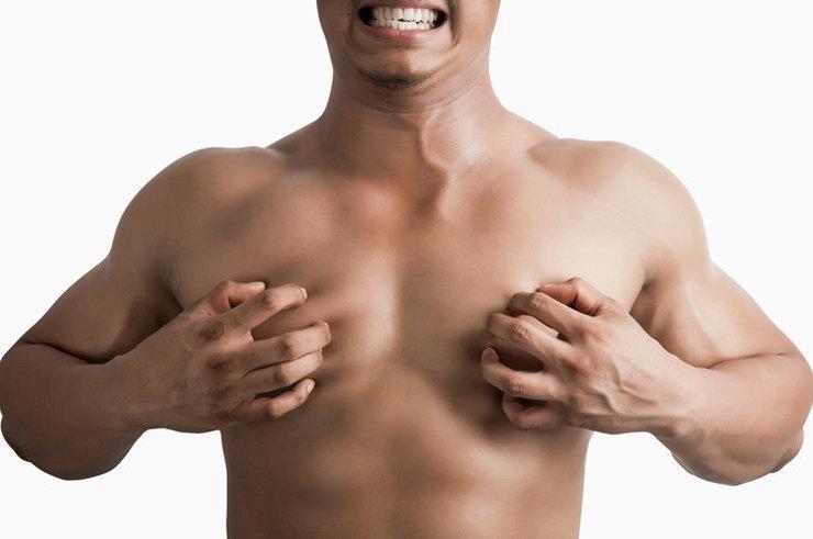 През какво преминават мъжете с пораснали гърди (СНИМКИ) (18+)