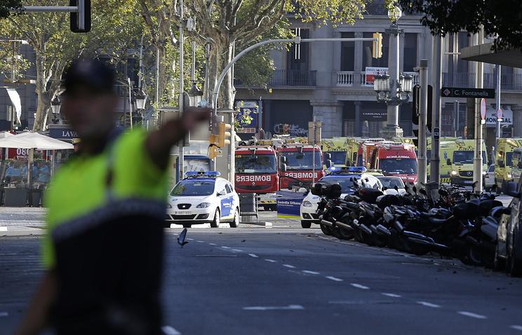 Форд фокус налетя на полицаи в Барселона