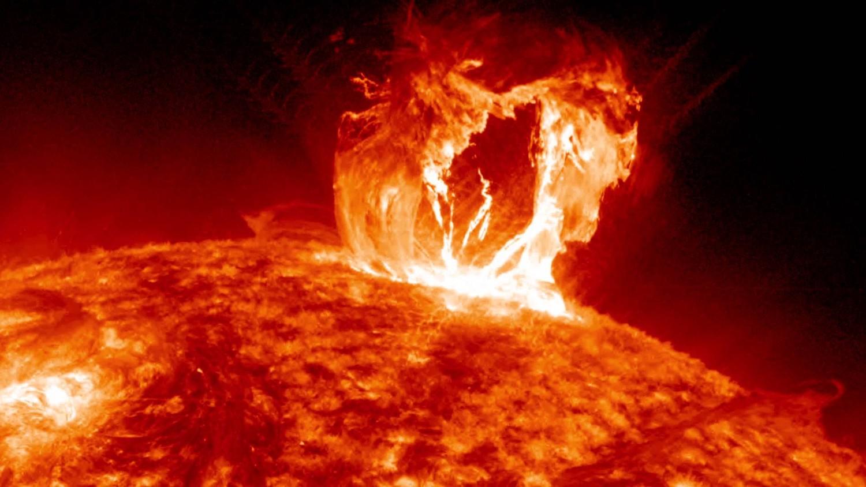 Мощна магнитна буря се изсипва до часове над Земята