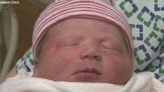 Бебе проговори веднага след раждането си (СНИМКА)