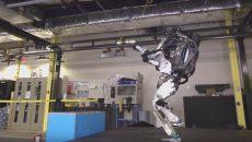 Вижте как робот прави салто