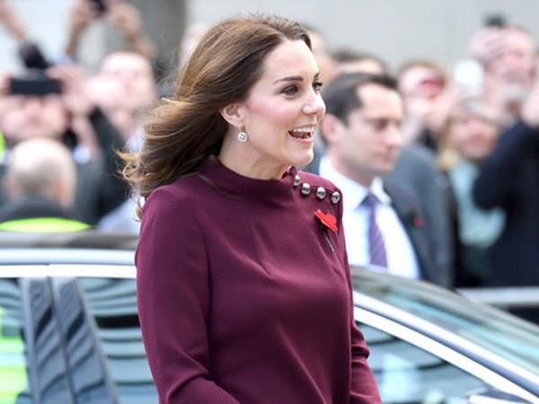 Херцогиня Кейт се появи в къса рокля за бременни (СНИМКИ)