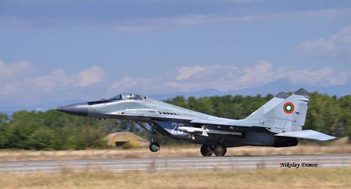 MiG-29_26_r-27_22