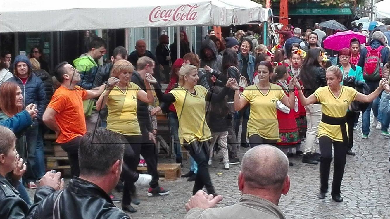 """""""Чанове"""", балерини, майки и бебета танцуваха заедно на Капана фест"""
