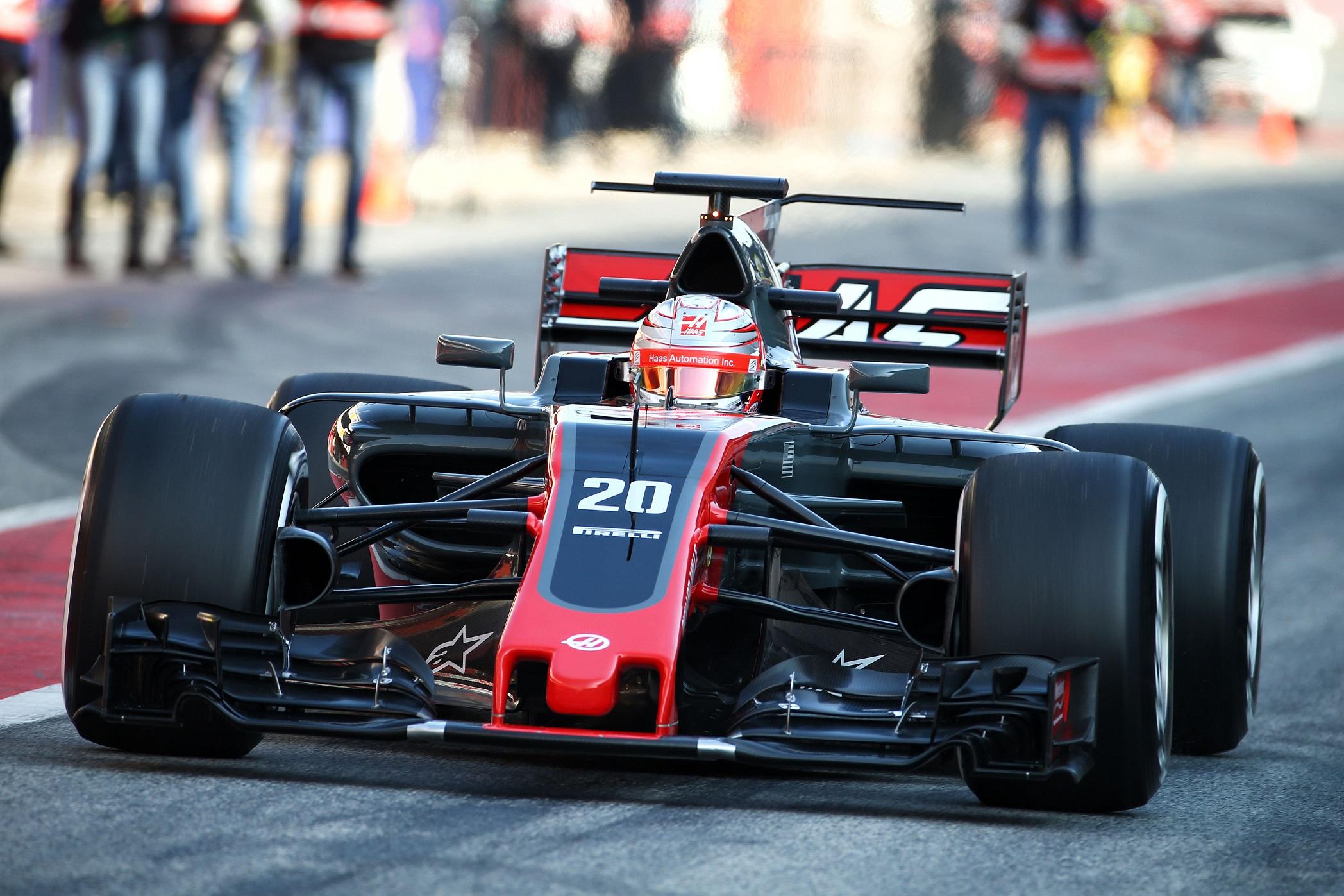 Болид от Формула 1 на Есенния панаир в Пловдив