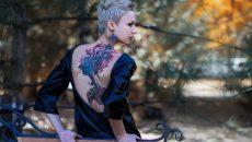 Красавица си татуира картини на Пикасо и Дали