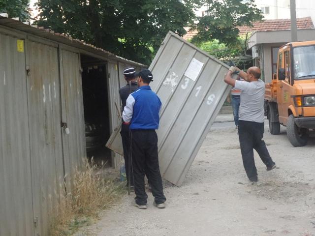 Вдигат незаконни гаражи в Западен