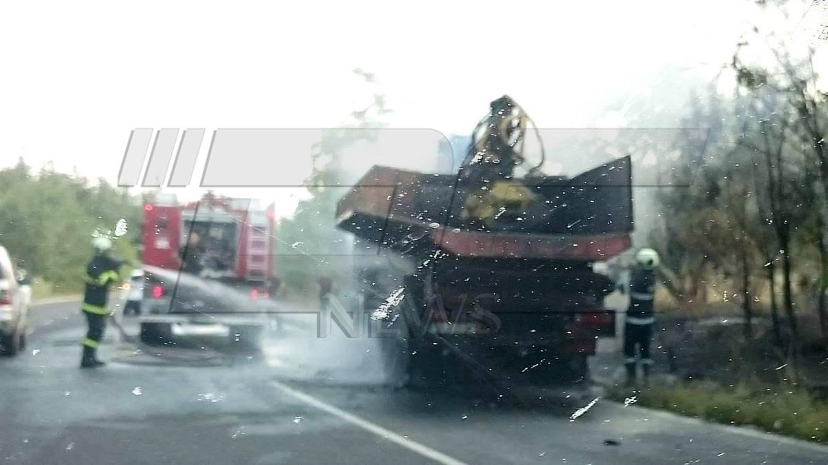 Камион изгоря на пътя Пловдив Карлово