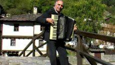 Наско-Канара и Хисарският поп пеят за юбилея на Цампито