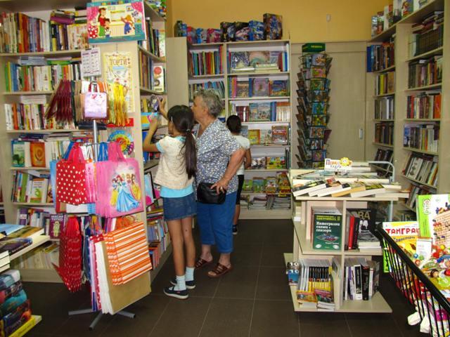 Обявиха черен петък в асеновградска книжарница