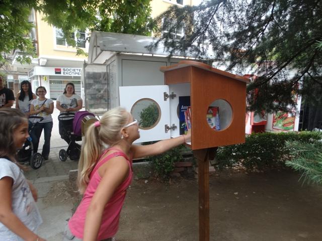 Заредиха с книги къщички в Асеновград
