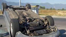 Шофьорка обърна колата си по таван