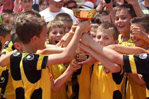Феновете на ливърпул с турнир за деца в Пловдив