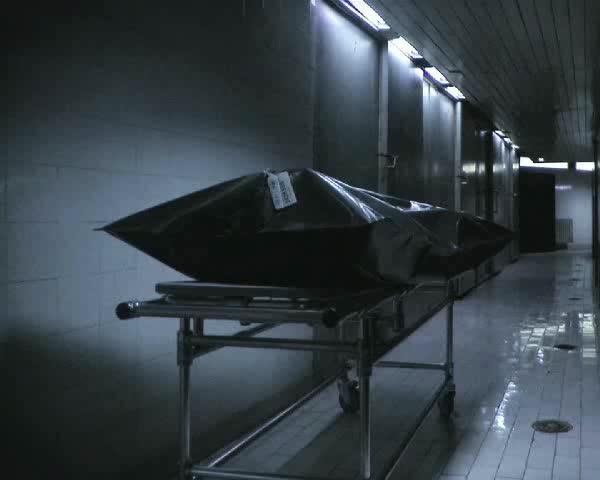 Медик поруга труп на жена в моргата (18+)