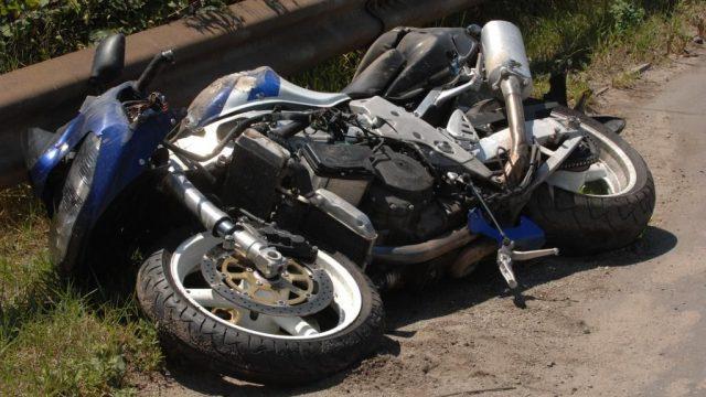 Дядо моторист бере душа в болницата, не уцелил пътя