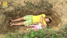 Баща помага на болната си дъщеря да привикне към гроба (СНИМКИ И ВИДЕО)