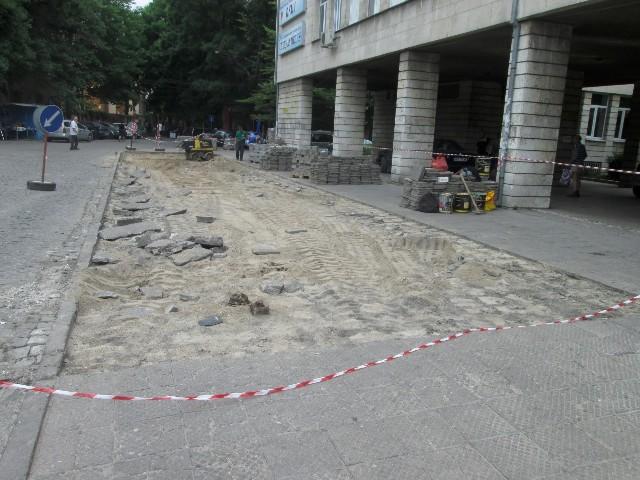 Започна строителство на паркинг пред ДКЦ 1