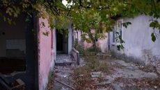 Събарят опасни къщи зад стадион Ботев