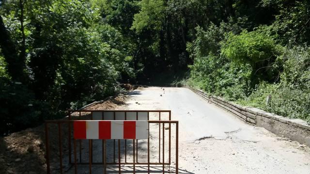 Блокират пътя край Асенова крепост в петък