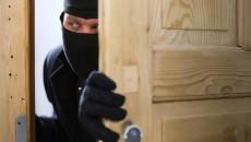 Крадци Обраха незаключен апартамент