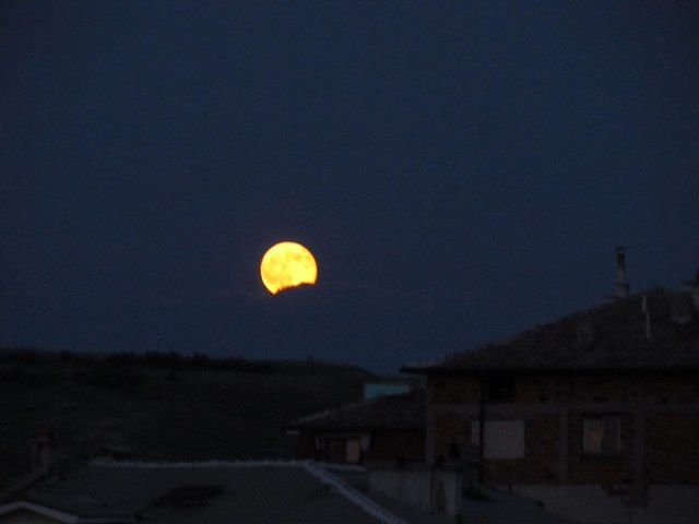 Синя луна над Асеновград