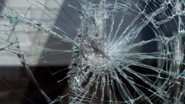 счупено стъкло