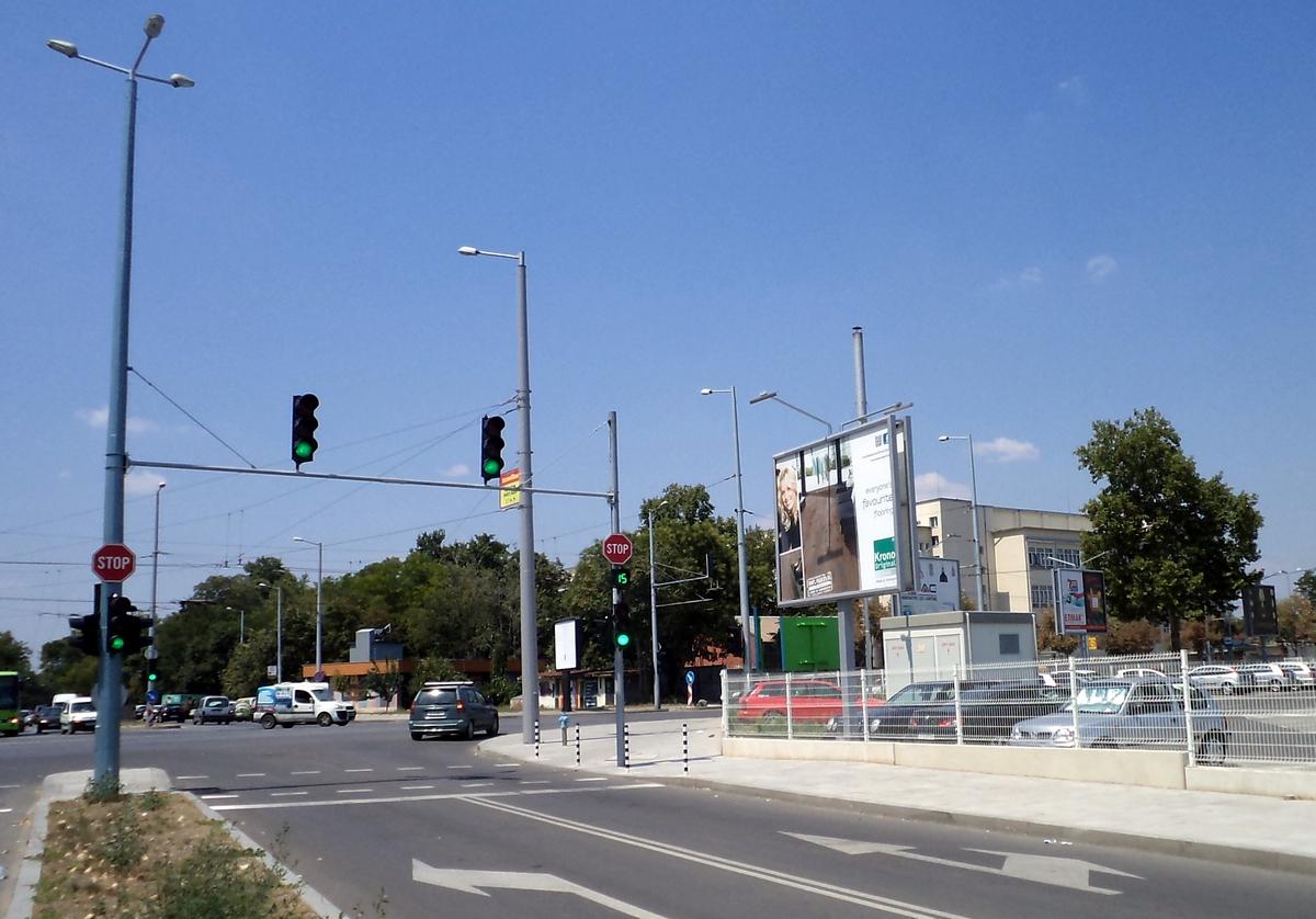 Светофар на Кукленско улеснява левия завой от днес