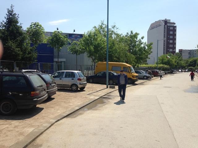 Нов тротоар и нови паркоместа в Тракия