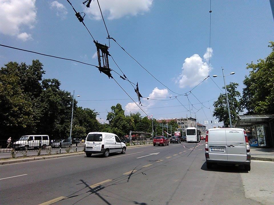 Падна тролейбусната мрежа до Централна гара